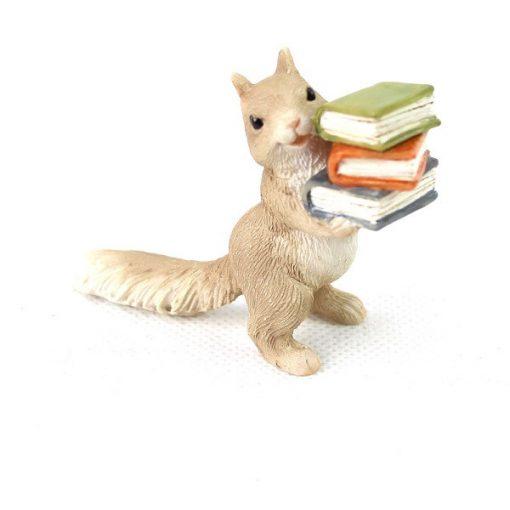 Veverička s knihou