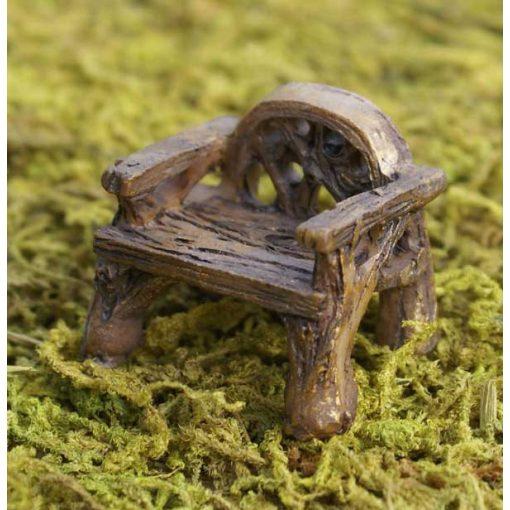 Rustikálna miniatúrna stolička