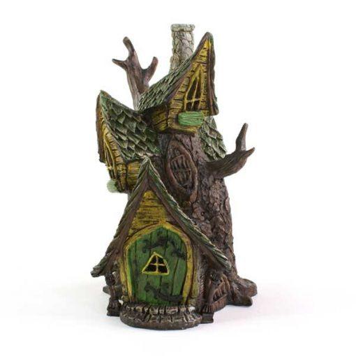 Domček z kmeňa stromu
