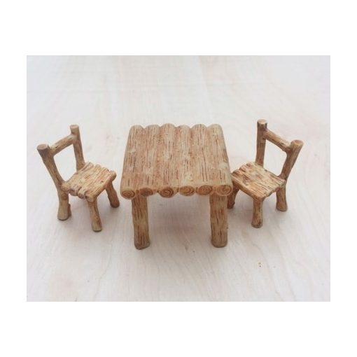 Stôl so stoličkami